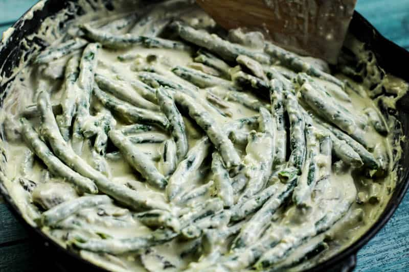 Green beans and cream in pan