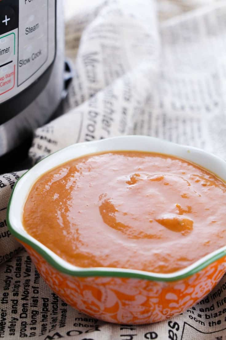 This keto tomato soup from scratch tastes delicious and is perfect for those on the keto diet. Enjoy any time of year with your favorite low carb grilled cheese.